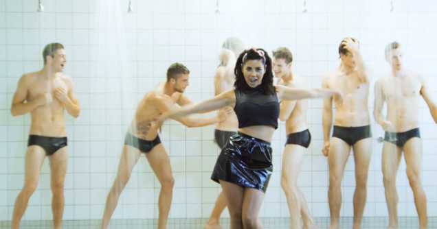 marina_the_diamonds_video_how_to_be_a_heartbreaker